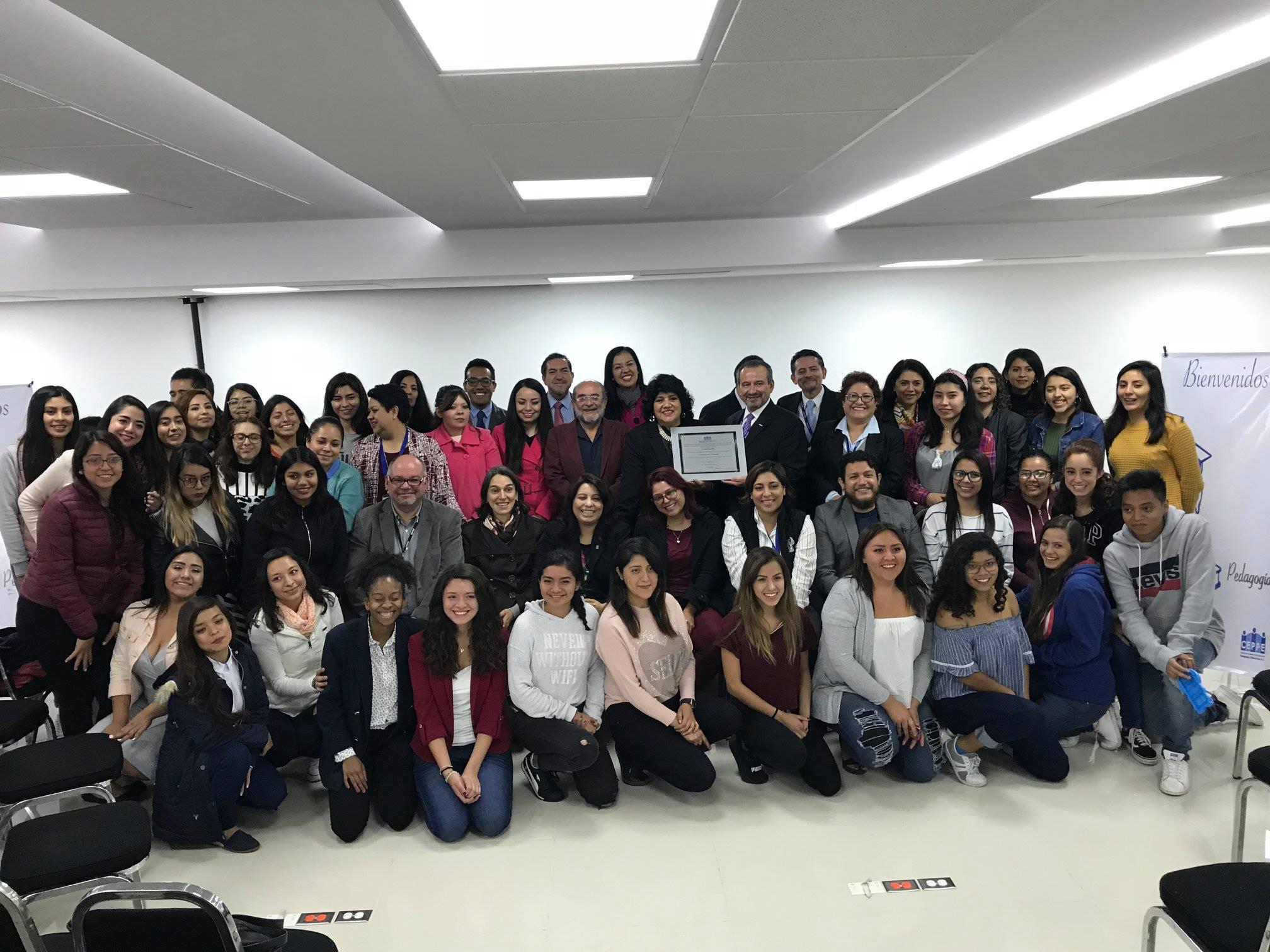Entrega de acreditación al programa de Lic. en Pedagogía de la UNITEC