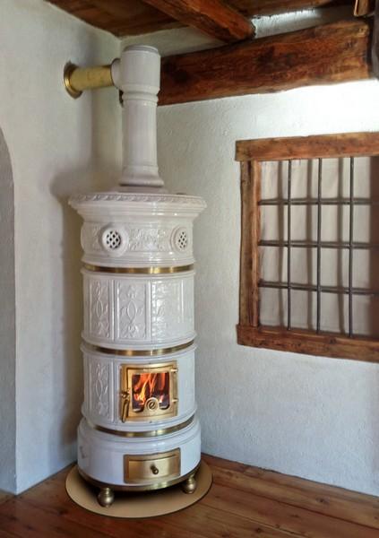 Stufa a legna in ceramica Tonda  Ceramiche Cielle  Dal