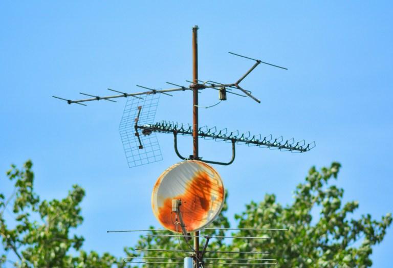 Antena antigua instalada en tejado