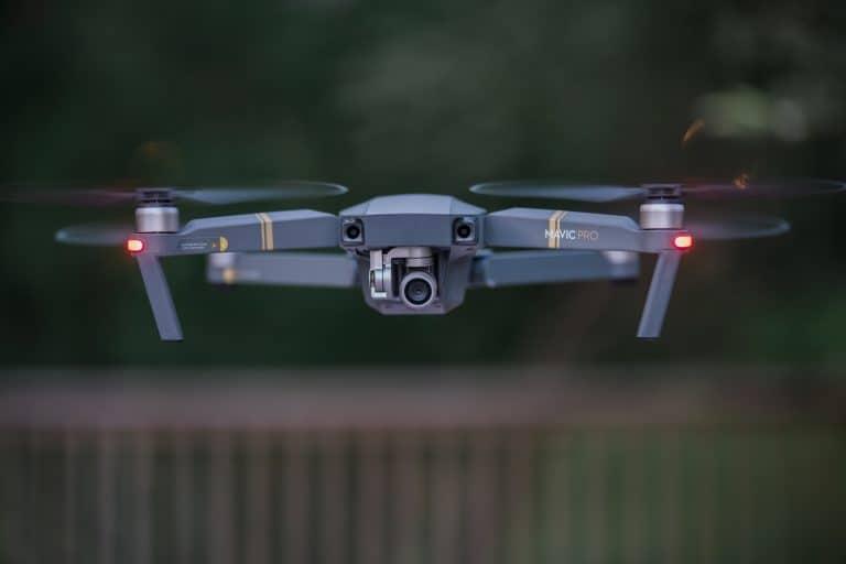 Un drone professionale grigio