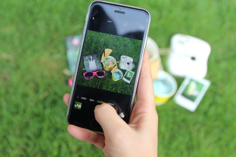 Foto con telefono di un giardino