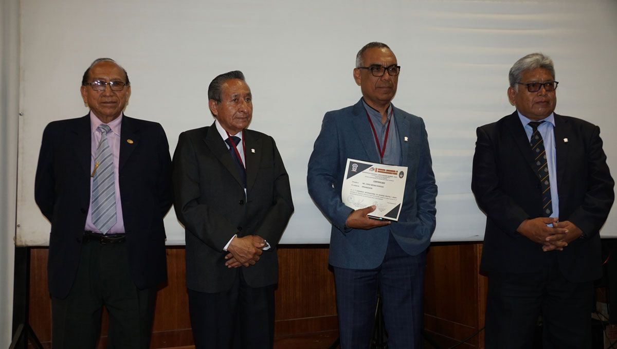 Reconocimiento al Ing. Jorge Medina Rodríguez, jefe de Departamento de Seguridad e Higiene Minera de Southern Peru