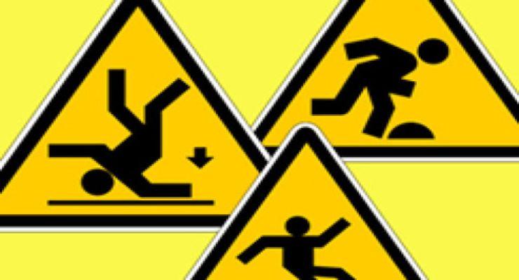 Normas de OSHA que ayudan a prevenir resbalones, tropiezos y caídas