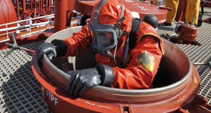 Medidas de seguridad para operaciones en zonas confinadas con agentes químicos