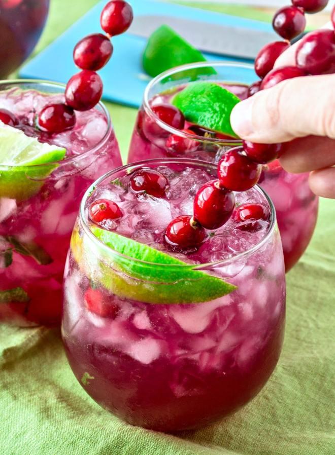 cranberry lime mojitos