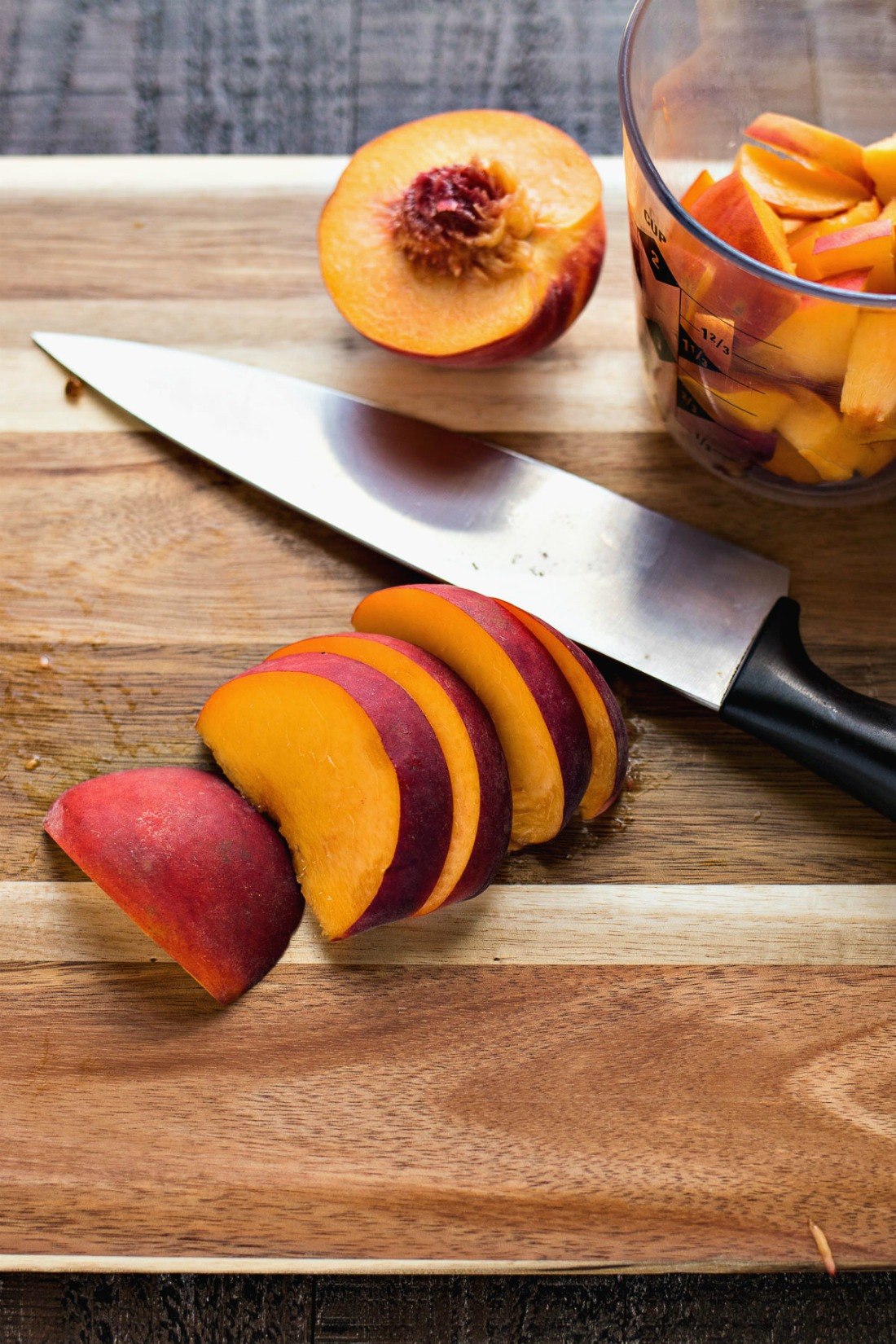 Cutting peaches into slices
