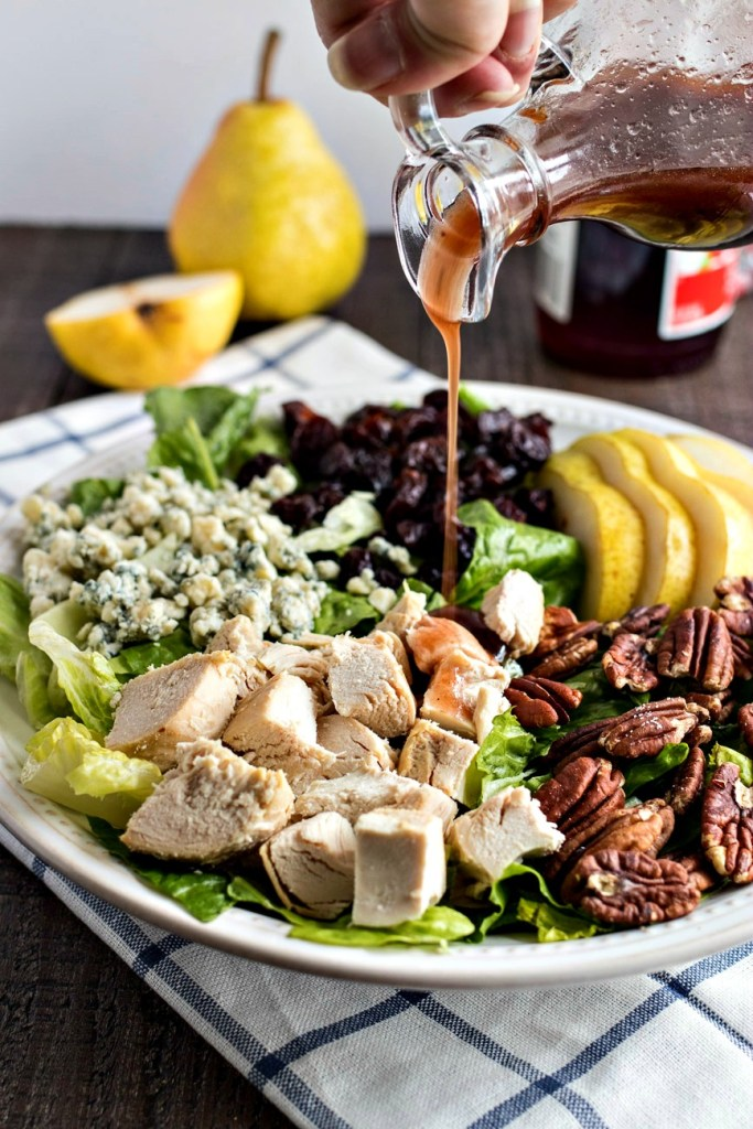 Chopped romaine lettuce tossed with sliced pears, dried cherries, pecans, gorgonzola cheese, diced chicken and homemade cherry balsamic vinaigrette.