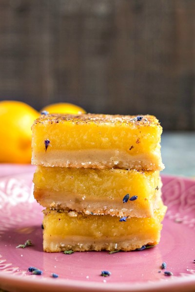 Lavender Vanilla Lemon Bars - Tart & gooey lemon bars flavored with a hint of lavender and vanilla bean