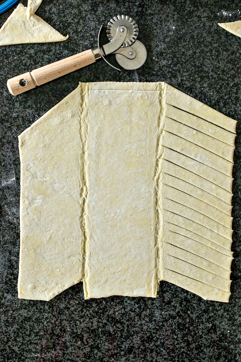 Cutting the pastry dough to make the braiding