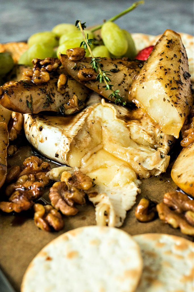 baked brie with roasted pears and walnuts on top