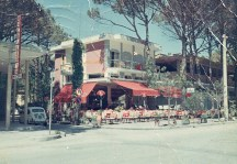 1968/69, il Bar Riviera in angolo tra Via Podgora e Viale Forlì