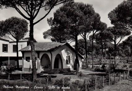 Villa in angolo tra Viale Leopardi e Viale Ravenna a Milano Marittima