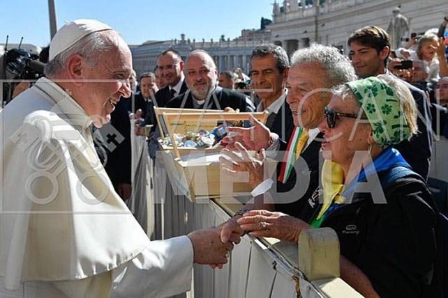 2019, consegnato il sale di cervia al papa
