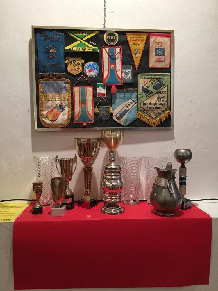 C'era una volta il Bob. Cervinia 1963 – 1991 - Trofei e gagliardetti delle squadre italiane e straniere