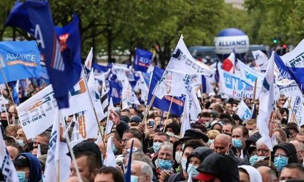 Gérald Darmanin prend le risque d'être téléguidé par les revendications des syndicats