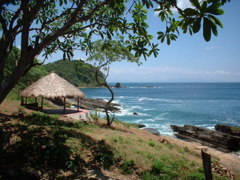 Paradise Bay - Cesi Pagano - Hut