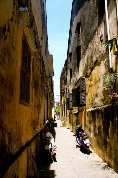 Alleyway between buildings in Hoi An, Vietnam
