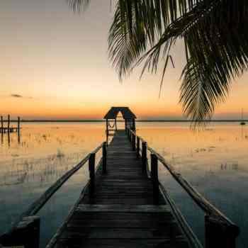 laguna-bacalar-sunrise enrico a zuzana