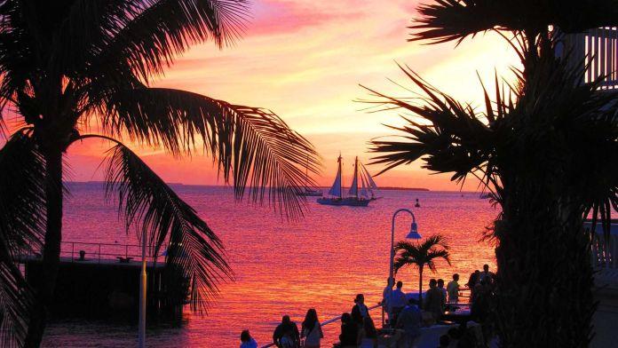 Mallory Square, Key West, Florida, ABD  Dünyanın En Renkli 10 Yeri Mallory Square Key West Florida ABD