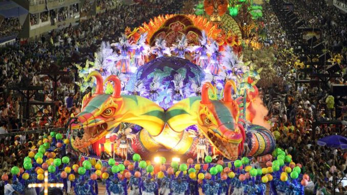 Eğlenmek İçin Gidilmesi Gereken 5 Yer Rio Carnival Brezilya 678x381