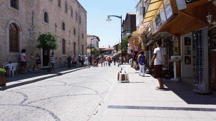 Çeşme Cumhuriyet Caddesi çeşme gezi rehberi Çeşme Gezi Rehberi e me Cumhuriyet Caddesi 696x392