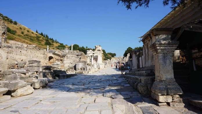 Efes Kuretler Caddesi efes antik kenti Efes Antik Kenti Gezi Rehberi Efes Kuretler Caddesi 696x392