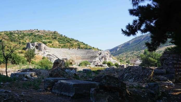 Efes Tiyatrosu efes antik kenti Efes Antik Kenti Gezi Rehberi Efes Tiyatrosu 696x392