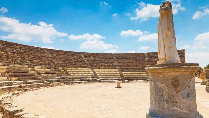 Salamis Tiyatrosu gazimağusa gezi rehberi Gazimağusa Gezi Rehberi Salamis Tiyatrosu 696x392
