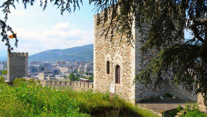 Üsküp Kalesi makedonya gezilecek yerler Makedonya Gezilecek Yerler sk p Kalesi 696x392