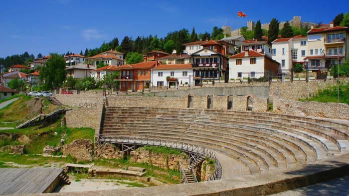 Ohri Antik Tiyatrosu makedonya gezilecek yerler Makedonya Gezilecek Yerler Ohri Antik Tiyatrosu 696x392