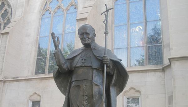 Statue_of_John_Paul_II_in_Denver,_CO_IMG_5607