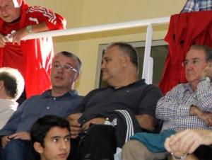 Felipe Escane, a la izquierda, en el palco del Guillermo Molina durante un partido