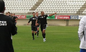 Sandro festeja en Algeciras uno de los tres goles que ha marcado