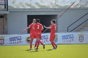 Los sevillistas celebran uno de los tres goles marcados en el estadio