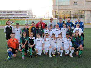 La selección femenina sub-12, junto al Atlético de Ceuta alevín