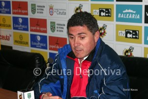 Alonso Ramírez culpó al árbitro de la derrota de su equipo en Ceuta