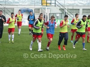 Los jugadores del Atlético de Ceuta entrenan esta semana por la mañana