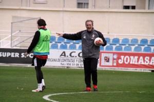 Goikoetxea, dirigiendo uno de sus primeros entrenamientos en el Alfonso Murube