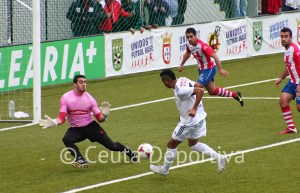 Randy no sólo ha podido jugar el derbi, sino que ha marcado los dos goles del Atlético de Ceuta
