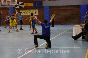 El entrenador ceutí vive los partidos con mucha intensidad