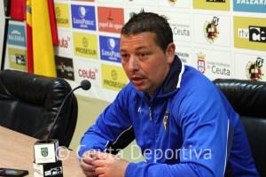 Juanma Carrillo, entrenador del Cádiz B, en la sala de prensa del Murube