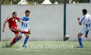 Antonio Prieto dispara a puerta en el partido del domingo contra el Recre B