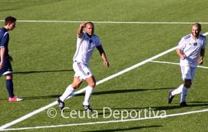 Sandro celebra su gol, que supuso el empate a dos