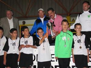 El Ceutí recibió el trofeo de subcampeón de la Liga alevín de fútbol sala