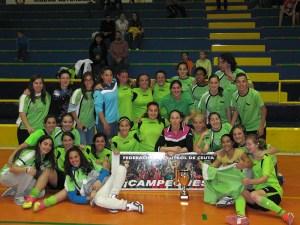 Plantilla y cuerpo técnico del CD San Daniel, que ganó el título de campeón de la Liga femenina de fútbol sala