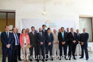 Foto de familia de los representantes de las siete ciudades que participan en los Juegos del Estrecho
