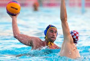 Guillermo Molina, ante un jugador de Croacia, verdugo de España en la final de los Juegos del Mediterráneo