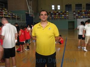 Imanol Adán es un enamorado del baloncesto base que entrena al Hospitalet junior