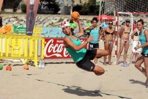 El balonmano playa será protagonista en la Playa de La Ribera