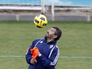 Nayim, durante un entrenamiento, en su etapa como segundo entrenador del Real Zaragoza